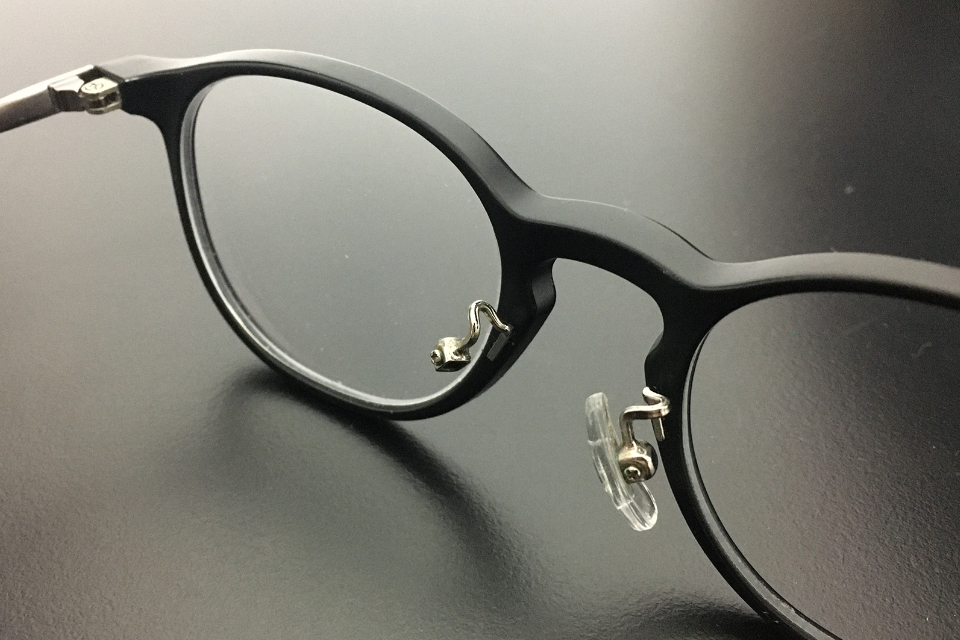 鼻パッドが折れたJINSのメガネ